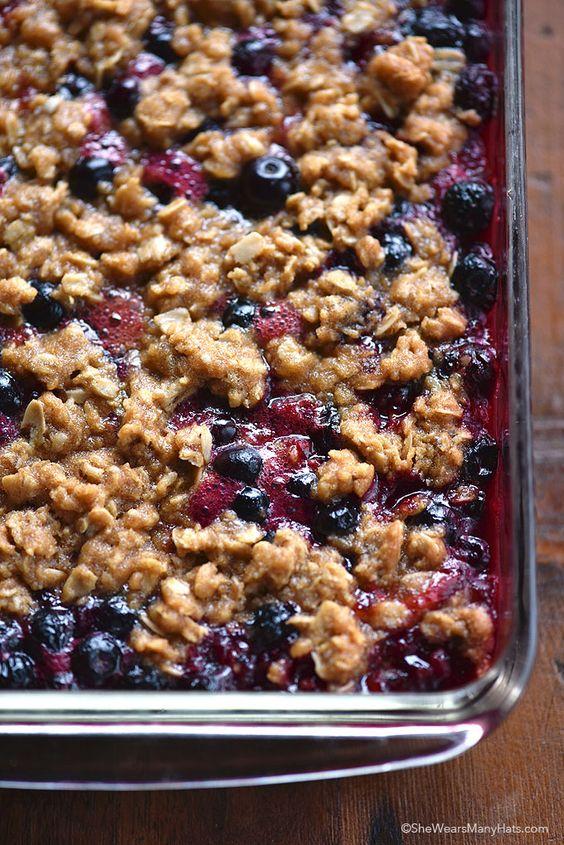 Berry Crumble Recipe | http://shewearsmanyhats.com/berry-crumble-recipe/