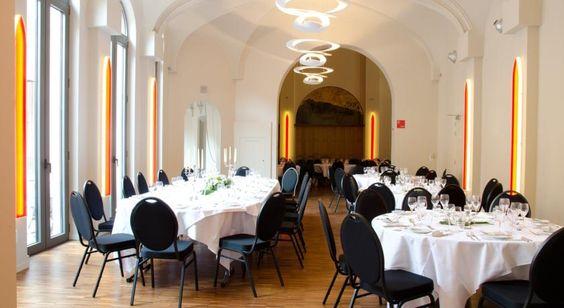 Hotel Karmel is gevestigd in een gerenoveerd klooster in het centrum van Herentals. Het beschikt over een restaurant op het terrein met een groot tuinterras en moderne accommodatie met flatscreen-tv en gratis internet.  De kamers zijn voorzien van vrolijke kleuren, parketvloeren en een bureau. Elke kamer heeft een eigen badkamer met gratis toiletartikelen.  Elke ochtend wordt er een ontbijtbuffet geserveerd in het restaurant van het Karmel Hotel. 's Avonds kunt u hier kiezen uit vlees- en…