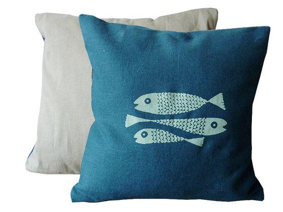 Kissenbezüge - Feine Fische, Leinen Bezug 40x40cm, handgenäht - ein Designerstück von cherry_bomb bei DaWanda