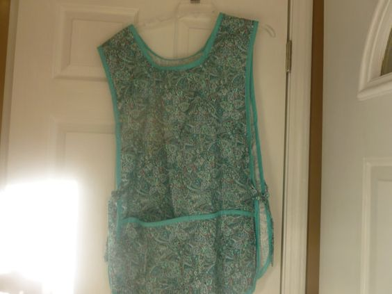 This cobbler apron is done in a pretty shades of aqua paisley print trimmed with aqua bias tape. It is made to fit most sizes with adustable side ties and 2 large pockets in the front. This apron was made by my mother in her smoke free and pet free home.    Thanks for looking