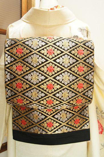 黒地に菊花花菱優美に織り出された袋帯です。: