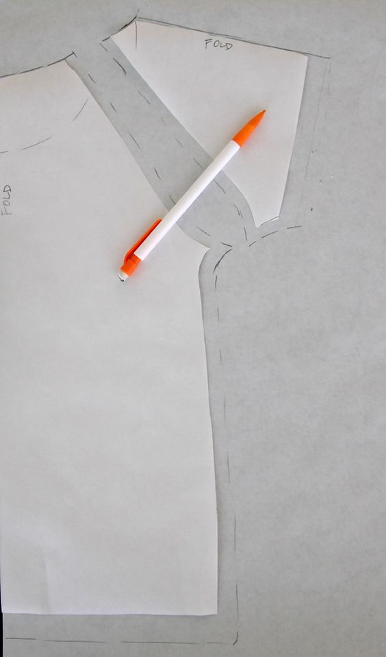 raglan sleeve tutorial - try this for green draped sleeves pin (prolong the upper part for folds and shorter the sleeve length)