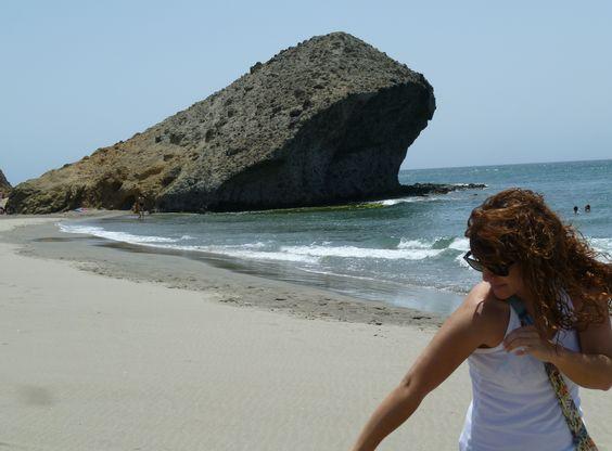 Playa de Monsul con viento de Levante (Almería)