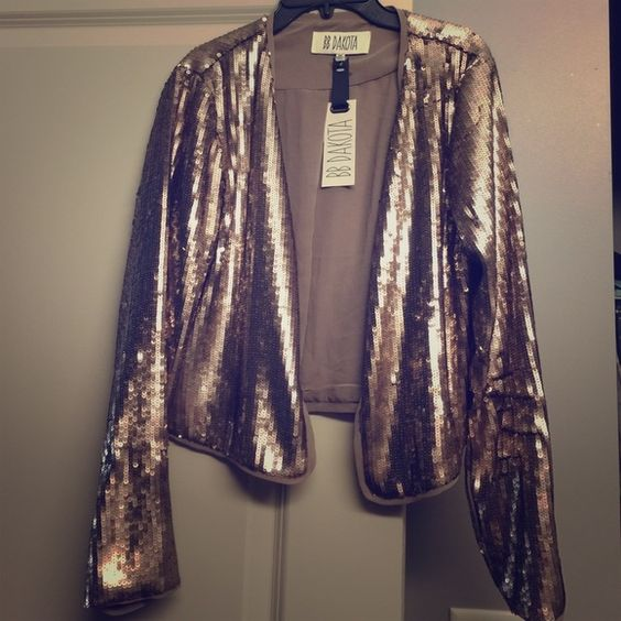 BB Dakota sequined blazer Never worn.  Size medium (EUR 38-40). Beautiful all sequined coppery brown blazer. Lightly lined, great for fall!!  Never worn has original tags!  No flaws at all!  No front closure or button perfect for work or going out on the town. It's a show stopping piece!  Any questions please act and make me an offer!!! BB Dakota Jackets & Coats Blazers