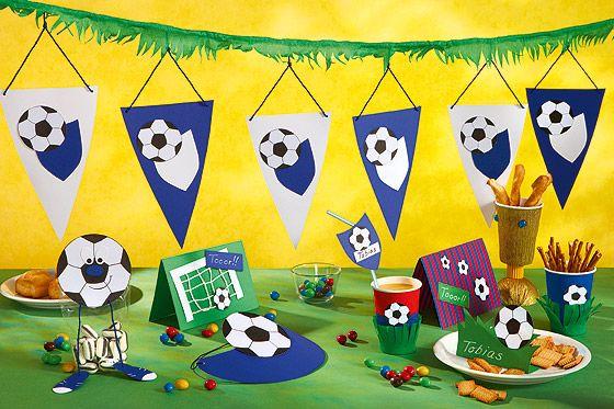Sommer, Sonne, Fußballfest: In unserem neuesten Blogbeitrag geben wir euch Ideen für die Gestaltung eines Festes mit gemeinsamem Fußballschauen und auch ein paar Tipps, wie ihr euch die lange Wartezeit bis Samstag kreativ vertreiben könnt: http://www.geschenkeschatz-blog.de/euro2016/