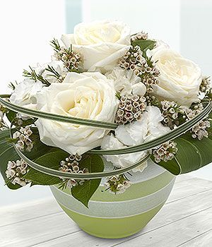 http://www.eflorist.co.uk/Products/Flowers/Bouquets/300x350/CR14CONPR01R.jpg