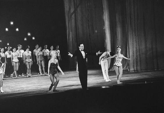 Gene Kelly: Rare Photos of a Song and Dance Legend alla premiere  del suo balletto a Parigi 1960