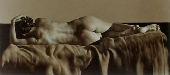 nude paintings by Alejandro Rosemberg, studied figure drawing + painting at National University of Cordoba, Argentina, 2002 studied under Maestro Claudio Bogino who introduced him to classical painting based on the Italian Great Masters Tradition. Now lives in Buenos Aires, teaches in own atelier.