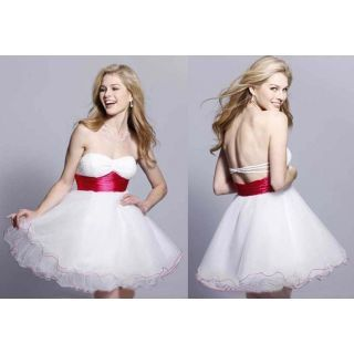 Enhance your beauty by wearing attractive wedding dresses in party