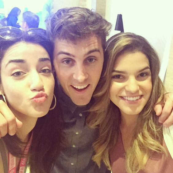 """""""Oh ju know just hangin with @alexysgabrielle and @codyjohns SUPER NICE!! (Fyi) #hispz15 #viners #fun"""""""