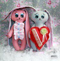 Пожалуй самый желанный подарок на день влюбленных - это бесконечно теплые обЪятия, салют поцелуев и ваше горячее сердце! Скорее хватайте зайку-валентинку и поздравляйте свою половинку !!! Цена: 130 грн. Доставка по Украине - бесплатно.