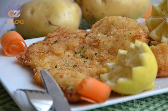 Cotoletta con panatura di patate, una ricetta semplice ma gustosa, che si può preparare anche al forno, per grandi e piccini.