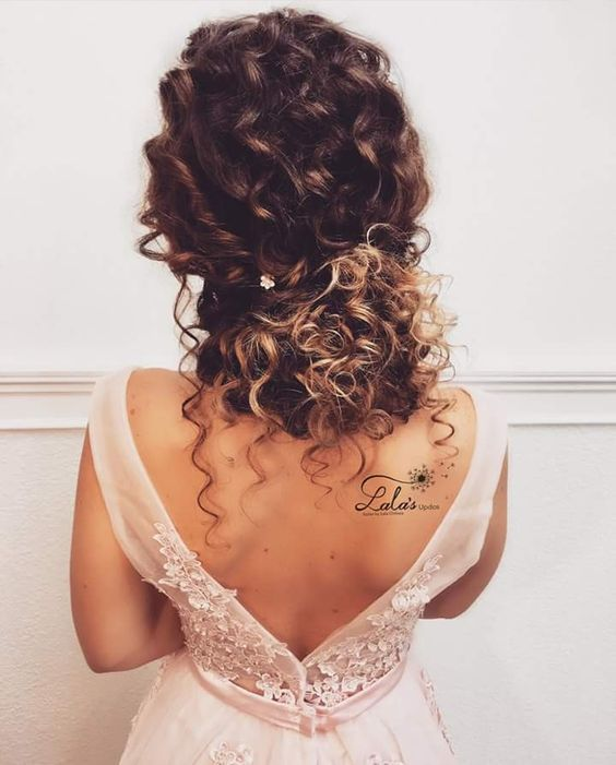 24 Wedding Hairstyles For Naturally Curly Hair Happywedd Com Promproposal Curly Hair Styles Naturally Curly Hair Styles Curly Wedding Hair