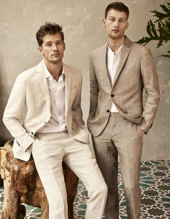 Linen, the fabric of summer. Not only is it soft, it's known for its ability to remain cool and fresh in the most humid of situations. This makes it perfect for travel to warmer climates, or weekend occasions like weddings and long al fresco dinners. Elegant, sophisticated linen—the perfect summer suiting.