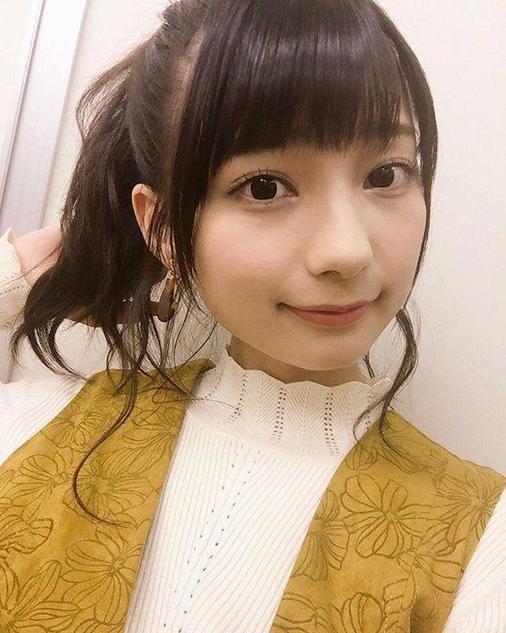 黄色いお洋服の高野麻里佳さん