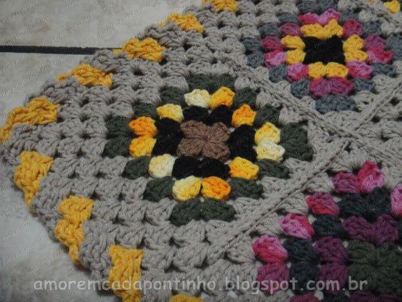 Tapete de crochк feito com restinhos de barbante.  Granny square