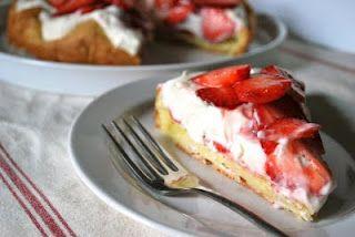 strawberry cream puff pie