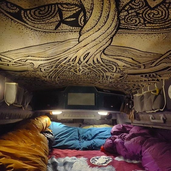 It's women crush Wednesday and today is all about the ladies living the #vanlife. I'm kinda obsessed with @monzanski bedroom. Such a cool vibe. And lovely home to be traveling in around the US. More details about that at: www.renegadevantrip.wordpress.com Or via her IG profile. #VanCrush #VanGrrrl #WCW💕🚐