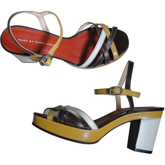 Pre-owned MARC JACOBS WHITE/MUSTARD/BROWN WEDGE SANDALS (530 BRL) ❤ liked on Polyvore featuring shoes, sandals, white wedge heel shoes, brown wedge heel sandals, mustard yellow shoes, white sandals and white shoes