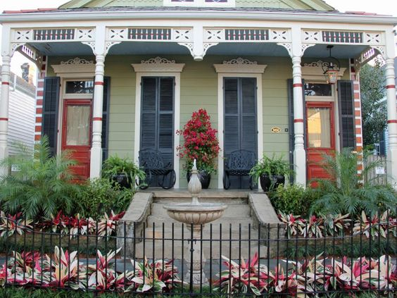 The experts at HGTV.com share 15 before-and-after makeovers with tips for improving your landscaping or home's facade to boost your home's curb appeal.