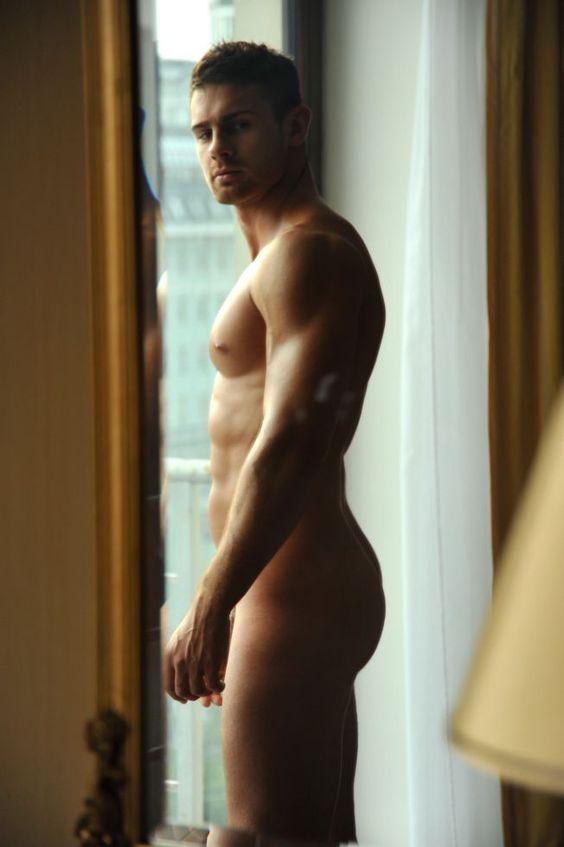 Kirill Dowidoff: In The Mirror. Jorge De Reval Photos - Burbujas De Deseo