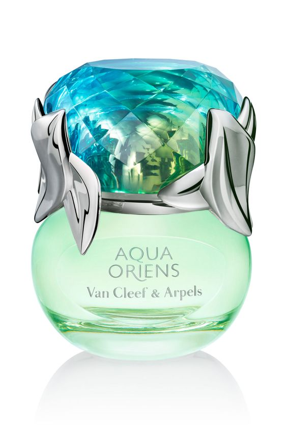 From Van Cleef & Arpels comes the Aqua Oriens fragrance. This stunning number is perfect for a beach wedding with layers of pear, lime zest and orange blossom. Beautiful and sophisticated!