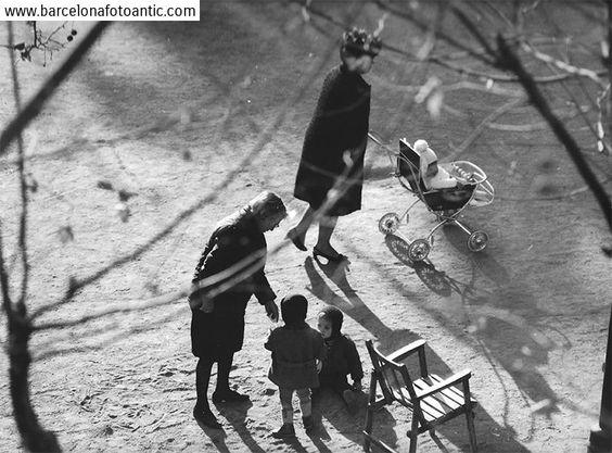 a100p35p381 niños y madres en parque turo park 1968