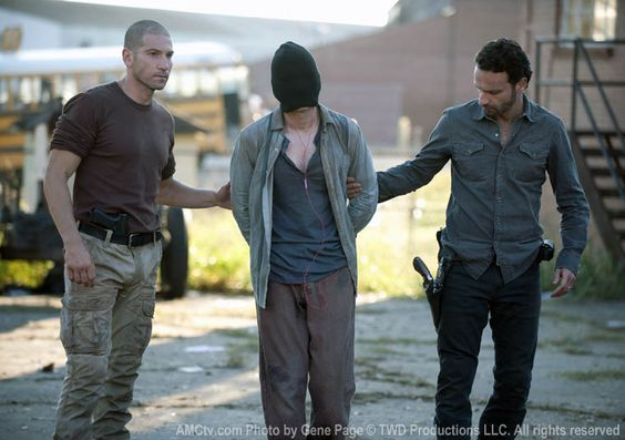 """The Walking Dead """"18 Miles Out"""" S2EP10"""