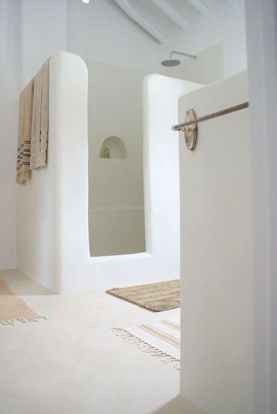 Tadelakt the magic of a centuries old moroccan material for Tadelakt bathroom ideas