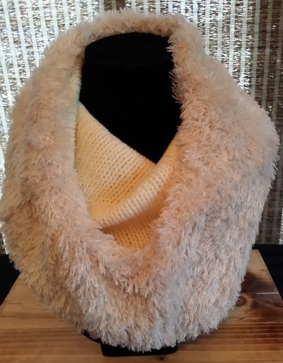 ... LesCreationsManon on Etsy | Knitting | Pinterest | Fur, Cowls and Cas
