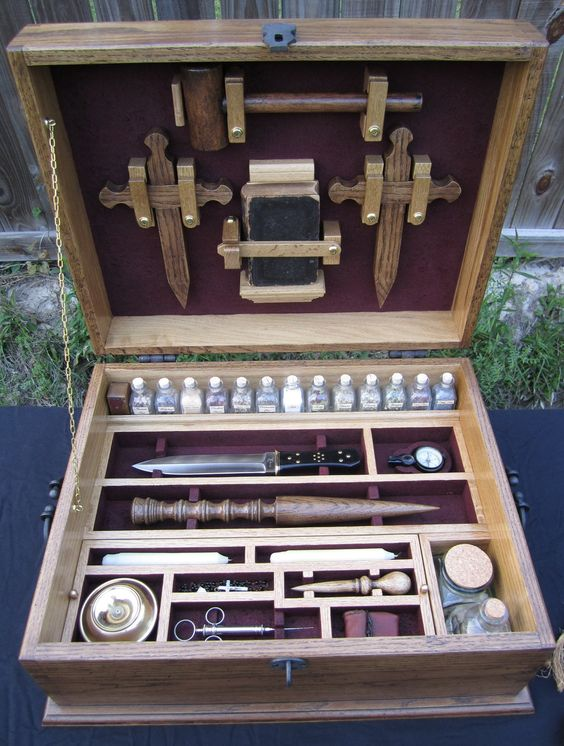 Google Image Result for http://3.bp.blogspot.com/-0iOAoGYcC4k/TckU_s5RHWI/AAAAAAAAD7I/vW_R-mB-fLg/s1600/vampire_hunting_kit_by_greendragonworkshop.jpg