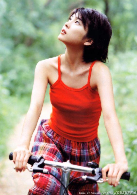 竹内結子の水着の高画質な画像14