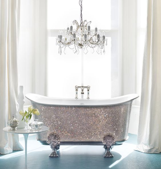 Wow.... A glitter bathtub <3