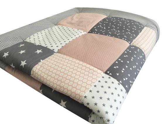 Krabbeldecken - Krabbeldecke Babydecke Puderrosa Dreiecke Grau - ein Designerstück von babrause bei DaWanda