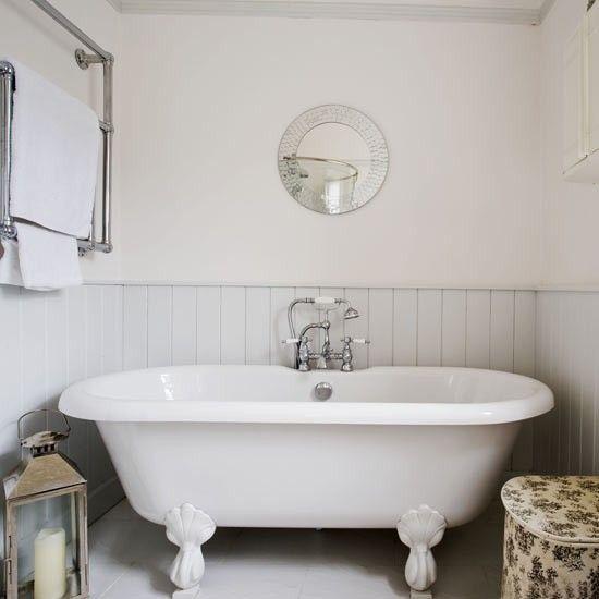Roll Top Bath In Small Bathroom With Images Beach Bathroom
