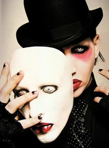 リアル仮面を持つMarilyn Manson