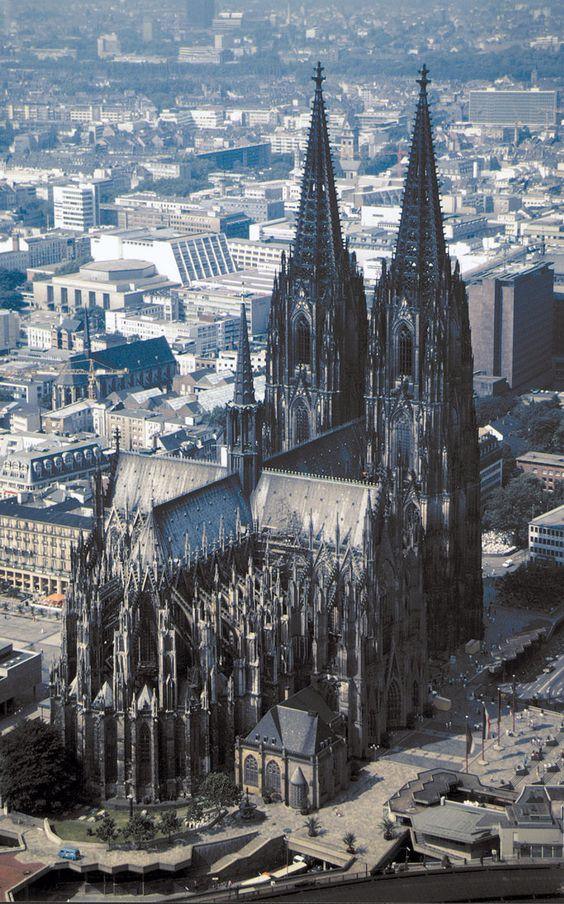 Köln. Den passenden Koffer für eure Reise findet ihr bei uns: https://www.profibag.de/reisegepaeck/