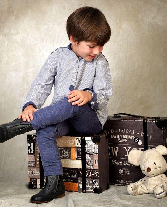 Pantalón de niño confeccionado en pana color azul navy #kids #corazondeleonkids #AW15-16 #moda #madeinSpain #pantalon #niño #pana #azul
