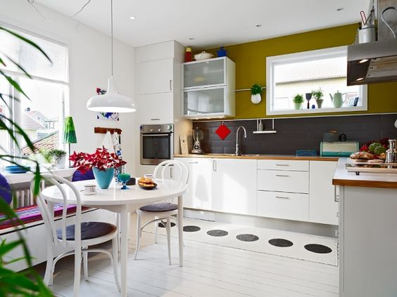 Colorful and cheerful interior - Adorable Home