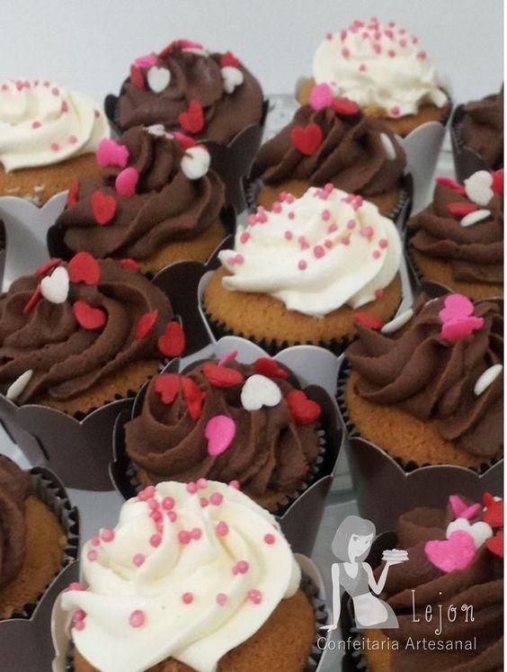 Cupcake de chocolate, cobertura buttercream. Para encomendas personalizadas acesse o link www.lejonconfeitaria.com.br