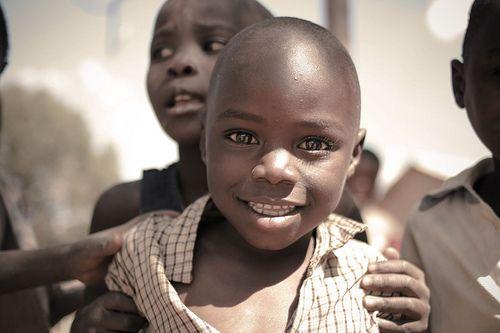 bambini in strada - villaggio di...