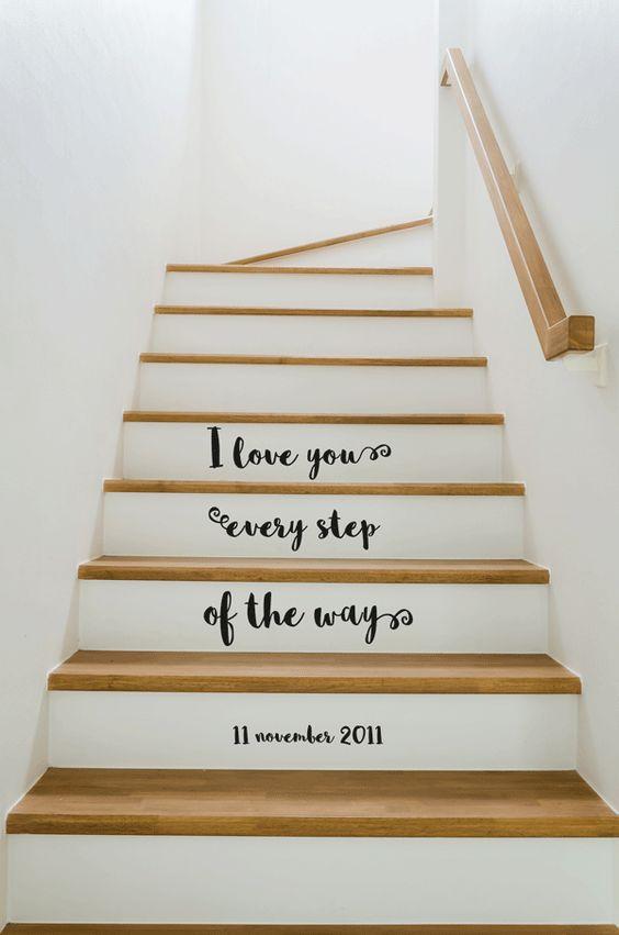 Trapsticker 'i love you every step of the way' met jullie speciale datum eronder. Bijvoorbeeld de dag dat jullie elkaar leerden kennen of jullie huwelijksdag. Jullie trap wordt zo super persoonlijk!