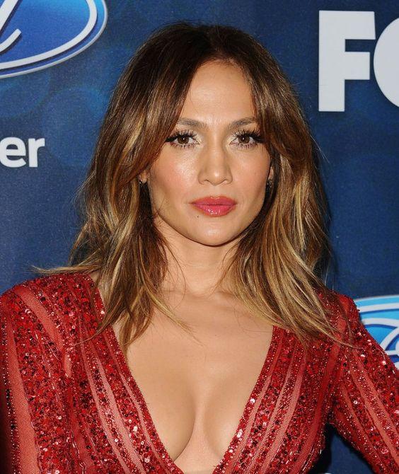 cliomakeup-trend-capelli-primaver-2016-tagli medi-miranda-kerr-hair-Jennifer-Lopez-Straight-Lob: