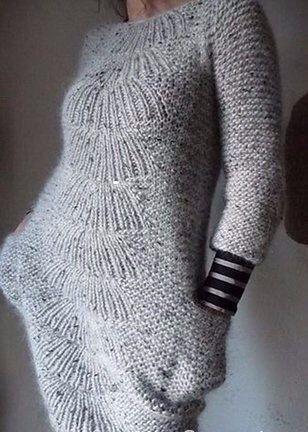 Серое платье спицами. Красивое вязаное спицами платье со схемами