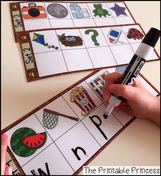 Puede funcionar para un salon bilingüe también!  Niños escriben el primer sonido con plumón de polvo seco.