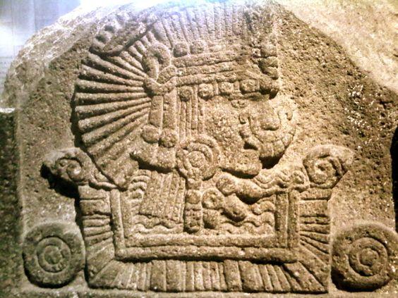 Personaje en un río, tallado sobre piedra, sala mexica, MNA.