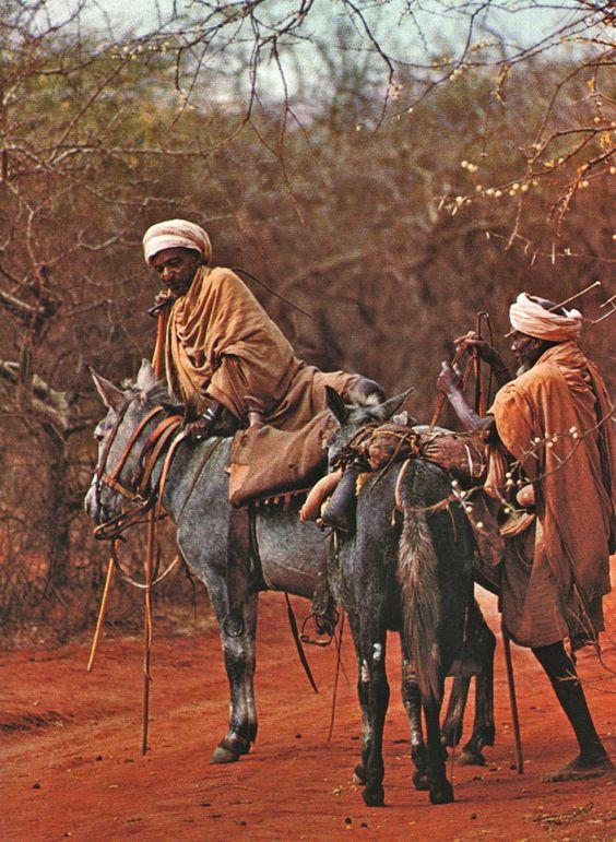 L'Ethiopie de Roger Sauter, photographies de Roland Michaud. Editions Silva, Zurich, 1968.: