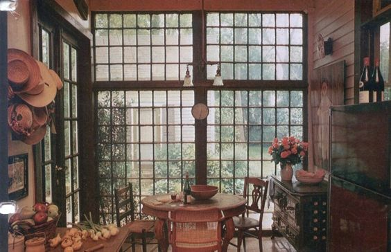 I think I scanned this from a years-ago magazine just for the windows!