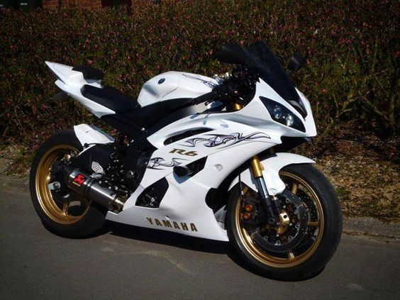 You can get more Yamaha YZF-R6 collection at http://www.verkleidungmotorrad.de/index.php?module=categorie&cpath=70&cat=106