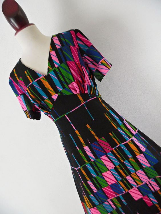 . THE MATRIX DRESS . L Wool Op Art Futuristic Geometric Graphics Print Maxi 70s